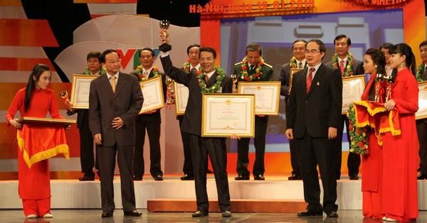 Vua chuột Trần Quang Thiều nhận giải thưởng điển hình sáng tạo Việt Nam